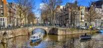 Le long des canaux à Amsterdam en bateau mouche