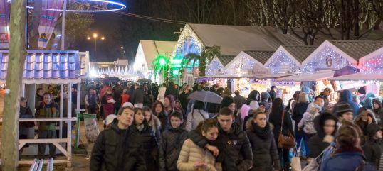 Marché de Noël sur les Champs Elysées à Paris